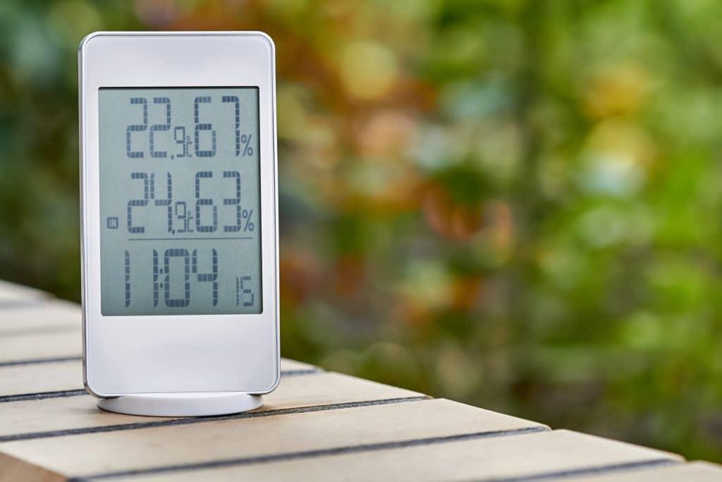 Hygrometer to help determine vapour pressure deficit